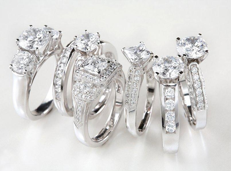 Engagement-Rings 11 Tips on Mixing Antique and Modern Décor Styles