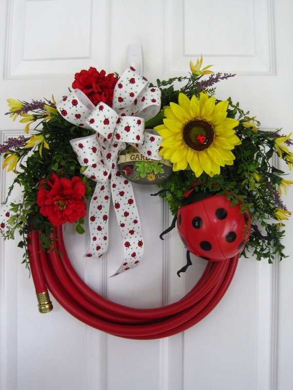 Garden-hose-wreath-2 7 Vibrant Front Door Decorations for Summer 2017