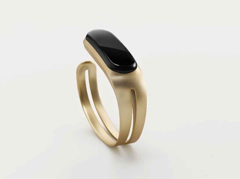 Mira-fitness-trackers-bracelet 28+ Most Fascinating Mother's Day Gift Ideas