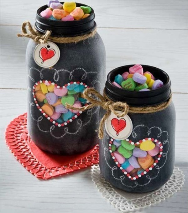 Mothers-Day-Chalkboard-Mason-Jars 35 Unexpected & Creative Handmade Mother's Day Gift Ideas