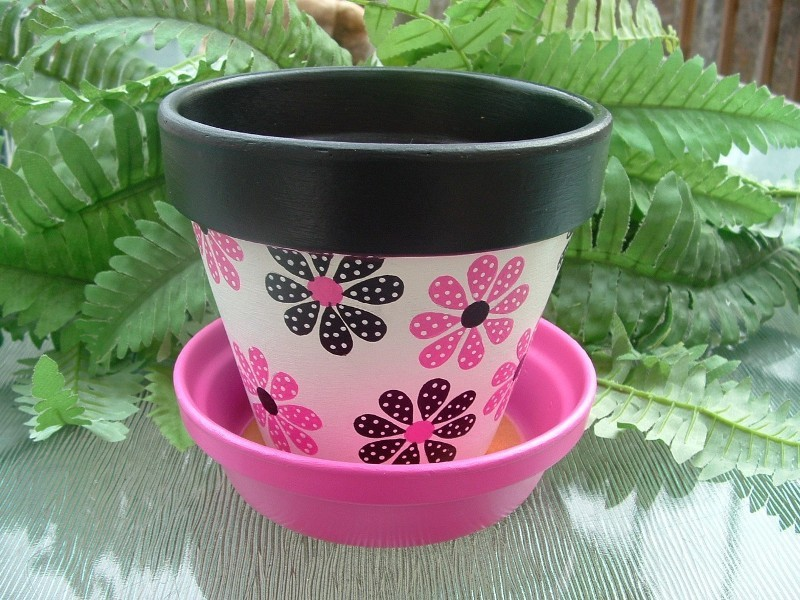 Mothers-Day-plant-pots-6 35 Unexpected & Creative Handmade Mother's Day Gift Ideas