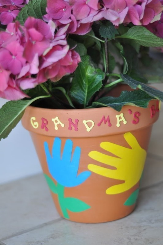 Mothers-Day-plant-pots 35 Unexpected & Creative Handmade Mother's Day Gift Ideas
