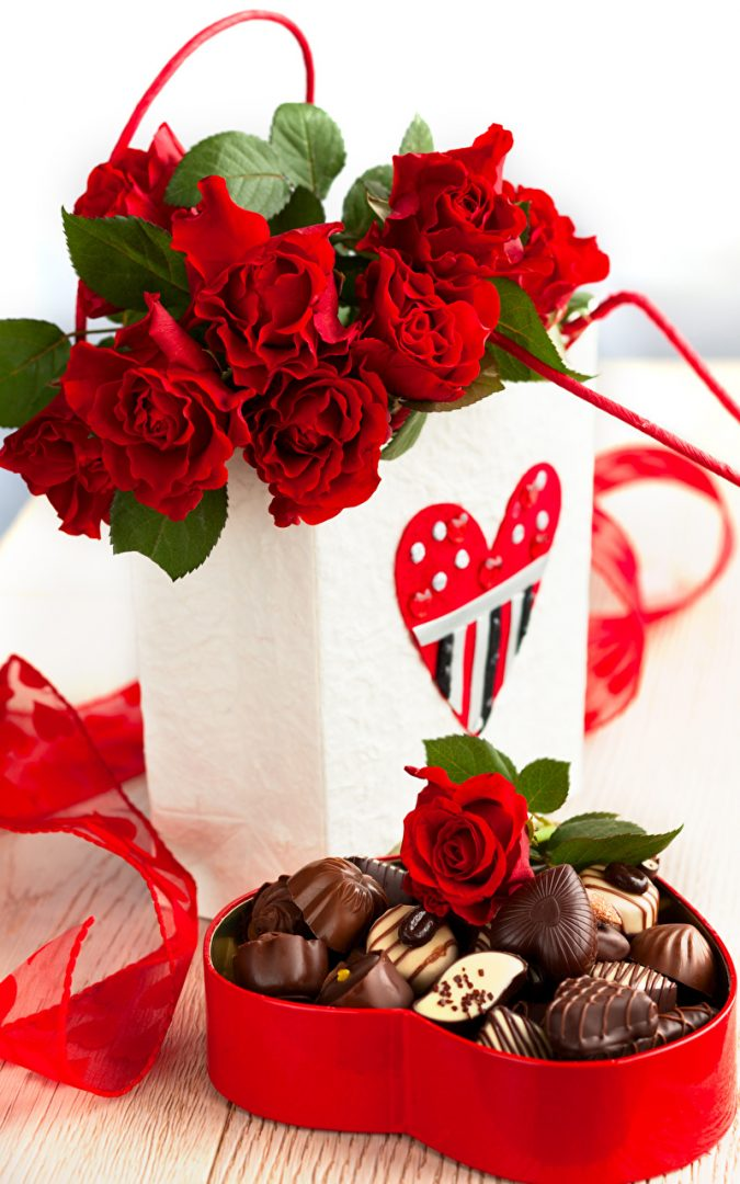 Roses_Candy_Chocolate_Red_Box_Heart-675x1080 Romantic Gifts For Your Lady on the Valentine's Day 2018