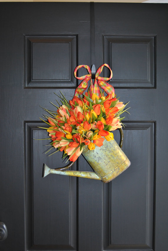 Watering-can-with-flowers-front-door-decoration-1 7 Vibrant Front Door Decorations for Summer 2017