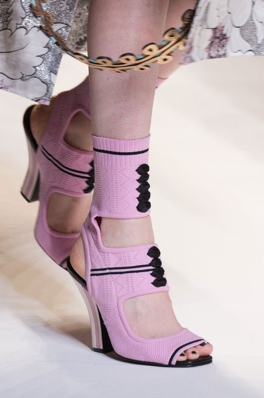 breathable-shoes-8 11+ Catchiest Spring / Summer Shoe Trends for Women 2020