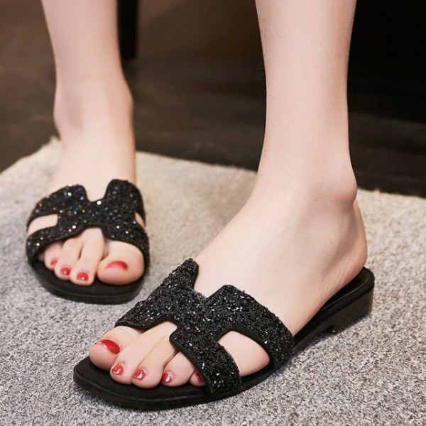 catchy-slide-sandals-4 11+ Catchiest Spring & Summer Shoe Trends for Women 2018