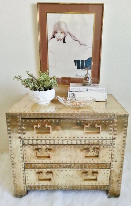 chic-and-bold-brass-home-decor-ideas-11-554x870 5 Outdated Home Decor Trends That Are Coming Again in 2020