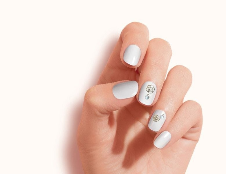 embellished-nails-18 16+ Lovely Nail Polish Trends for Spring & Summer 2020