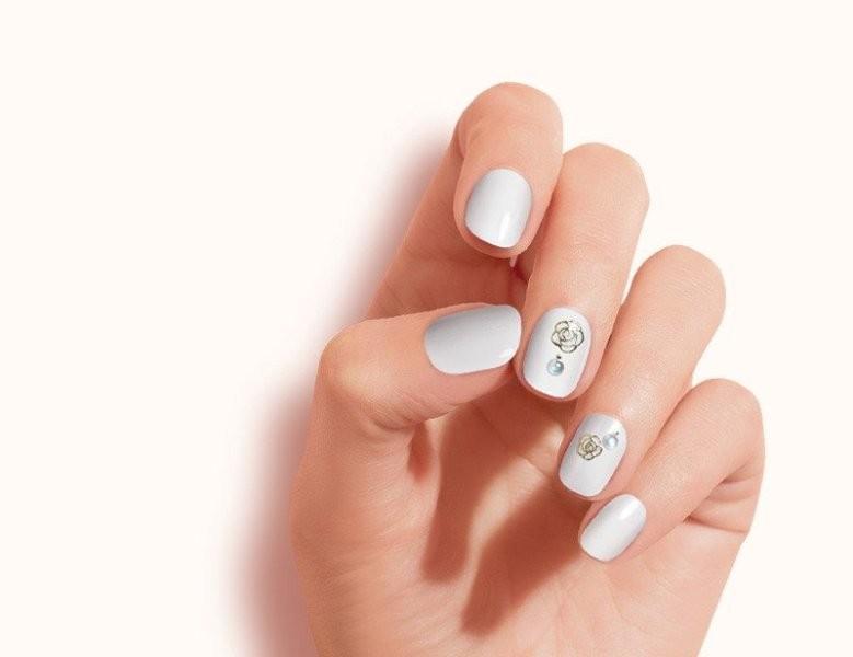 embellished-nails-18 16+ Lovely Nail Polish Trends for Spring & Summer 2018