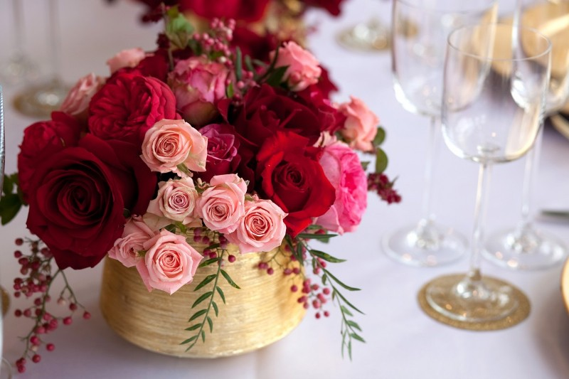 floral-wedding-centerpiece 11 Tips on Mixing Antique and Modern Décor Styles