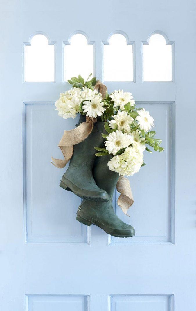 frosty_blue_wooden_door-white_jasmine_flower-burlap_decoration-675x1072 7 Vibrant Front Door Decorations for Summer 2020