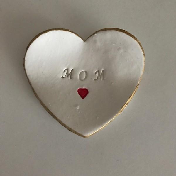 handmade-jewelry-dish-4 35 Unexpected & Creative Handmade Mother's Day Gift Ideas