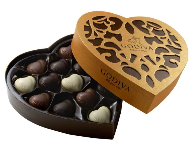 heart-shaped-box-of-chocolate-2-675x518 Romantic Gifts For Your Lady on the Valentine's Day 2020