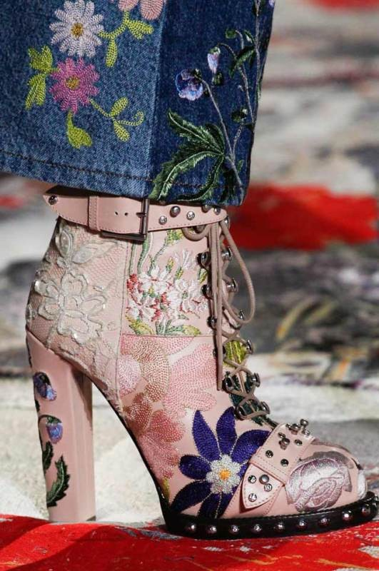 lace-up-heels-13 11+ Catchiest Spring / Summer Shoe Trends for Women 2020