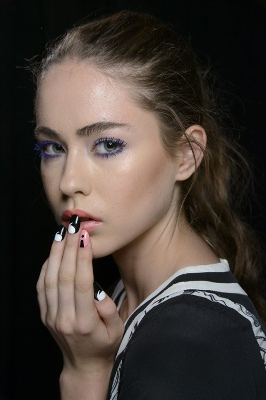 layering-two-colors-3 16+ Lovely Nail Polish Trends for Spring & Summer 2018