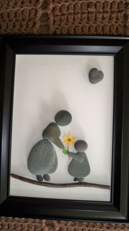 mothers-day-stone-art-1 35 Unexpected & Creative Handmade Mother's Day Gift Ideas