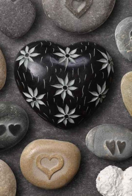 mothers-day-stone-art-5 35 Unexpected & Creative Handmade Mother's Day Gift Ideas