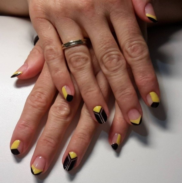 negative-space-nails-12 16+ Lovely Nail Polish Trends for Spring & Summer 2020