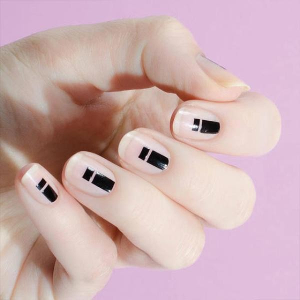 negative-space-nails-17 16+ Lovely Nail Polish Trends for Spring & Summer 2018