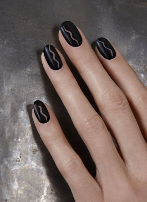 negative-space-nails-2 16+ Lovely Nail Polish Trends for Spring & Summer 2018