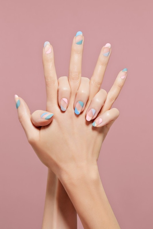 negative-space-nails-4 16+ Lovely Nail Polish Trends for Spring & Summer 2018
