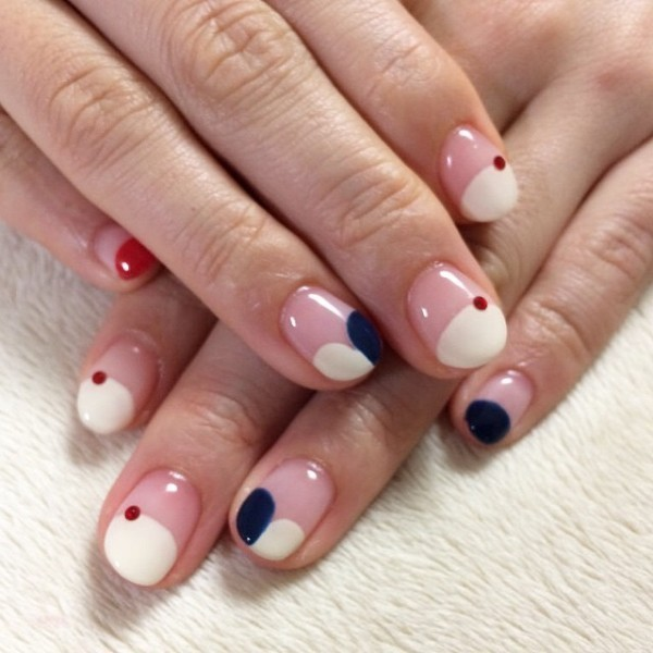 negative-space-nails-7 16+ Lovely Nail Polish Trends for Spring & Summer 2020