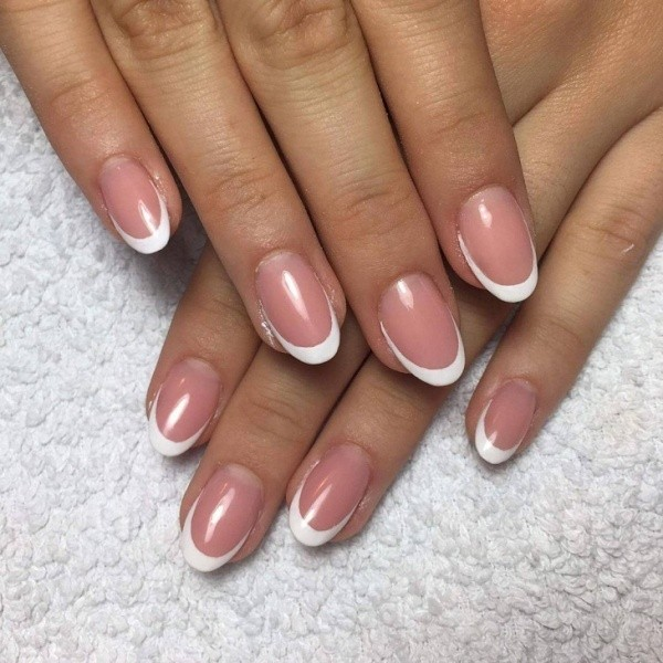 negative-space-nails-8 16+ Lovely Nail Polish Trends for Spring & Summer 2018