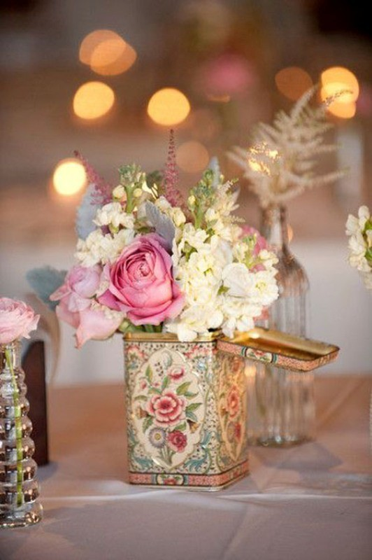 non-traditional-wedding-vases-1 11 Tips on Mixing Antique and Modern Décor Styles
