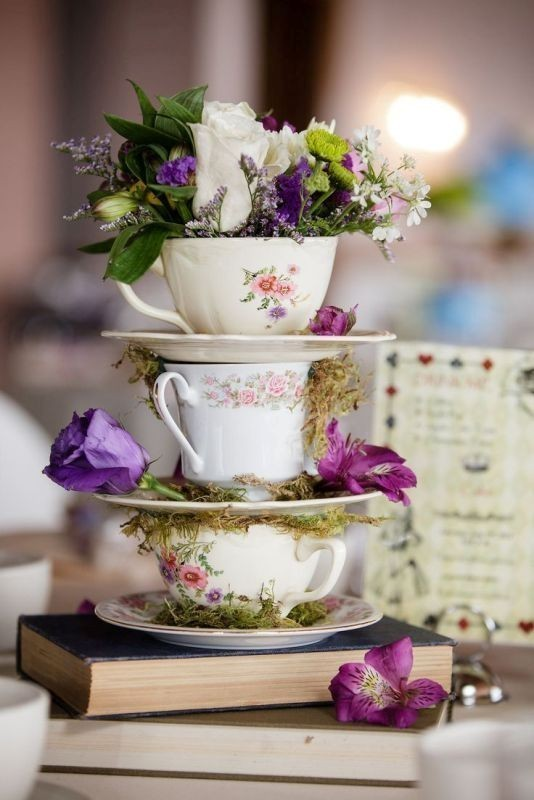 non-traditional-wedding-vases-20 11 Tips on Mixing Antique and Modern Décor Styles