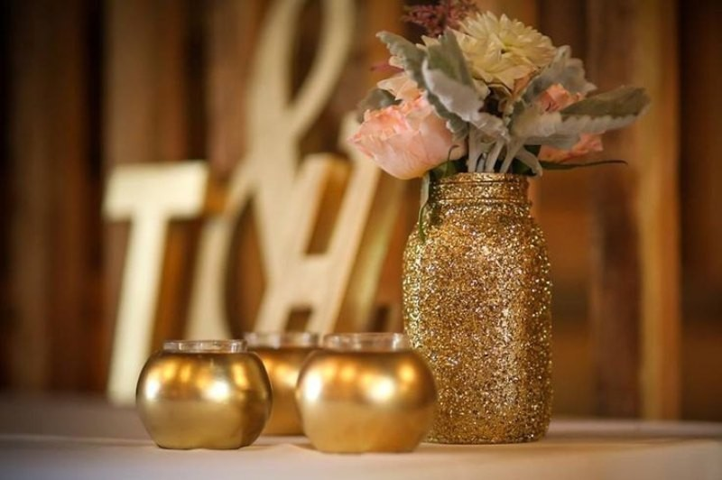 non-traditional-wedding-vases-28 11 Tips on Mixing Antique and Modern Décor Styles