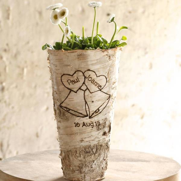 non-traditional-wedding-vases-30 11 Tips on Mixing Antique and Modern Décor Styles