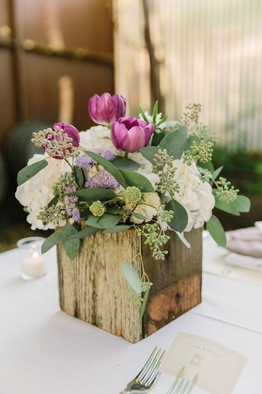 non-traditional-wedding-vases-4 11 Tips on Mixing Antique and Modern Décor Styles
