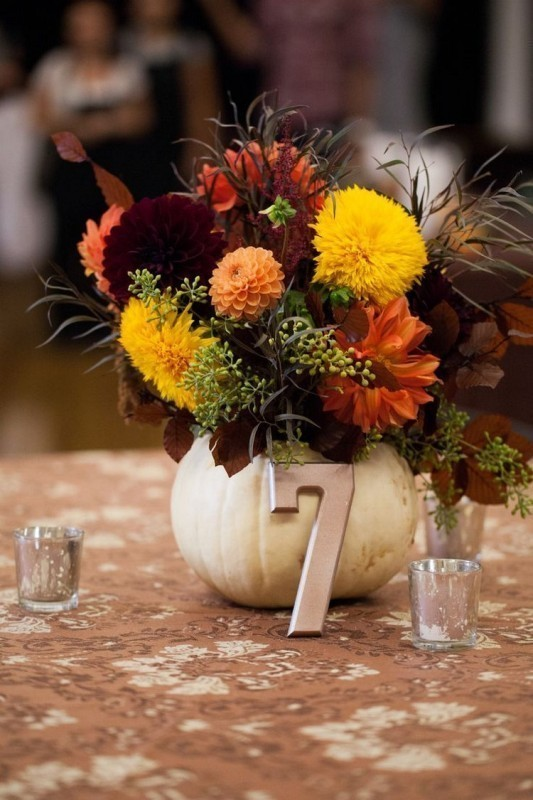 pumpkin-wedding-centerpieces-4 11 Tips on Mixing Antique and Modern Décor Styles