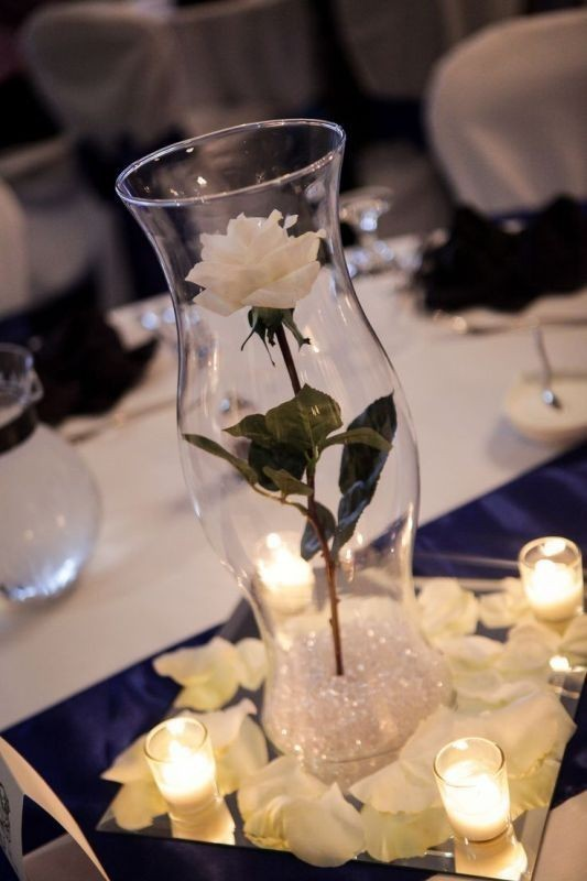 single-flower-wedding-centerpieces-1 11 Tips on Mixing Antique and Modern Décor Styles