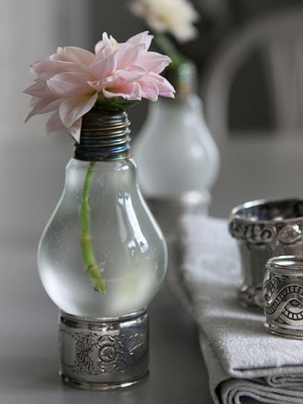 single-flower-wedding-centerpieces-11 11 Tips on Mixing Antique and Modern Décor Styles