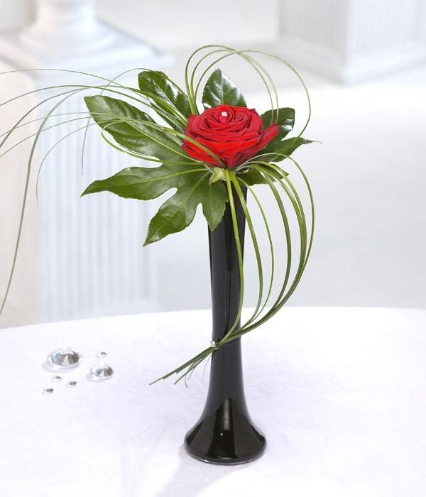 single-flower-wedding-centerpieces-12 79+ Insanely Stunning Wedding Centerpiece Ideas