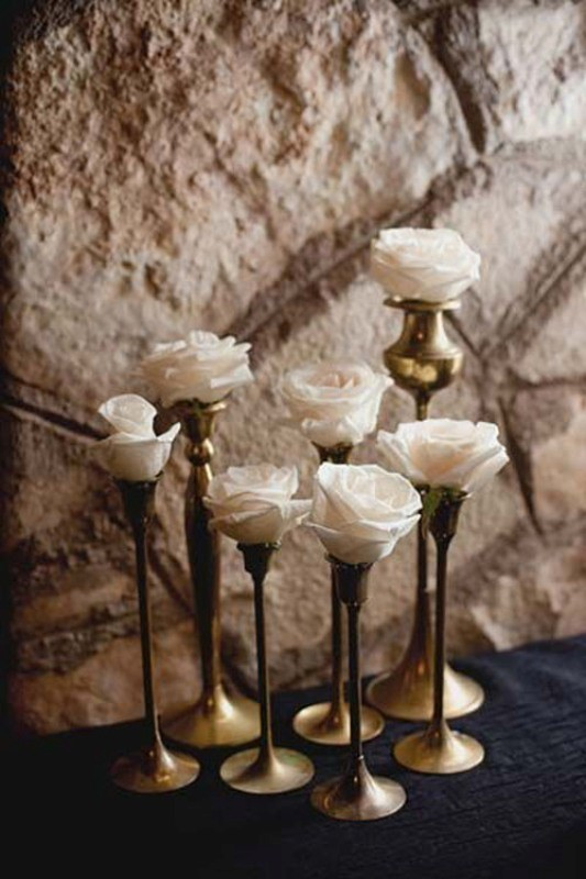 single-flower-wedding-centerpieces-6 11 Tips on Mixing Antique and Modern Décor Styles
