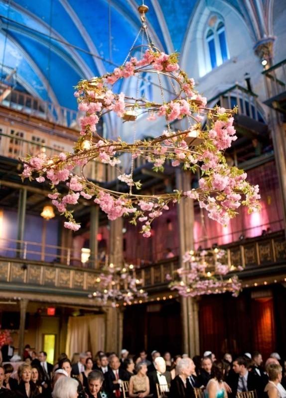 suspended-wedding-centerpieces-3 79+ Insanely Stunning Wedding Centerpiece Ideas