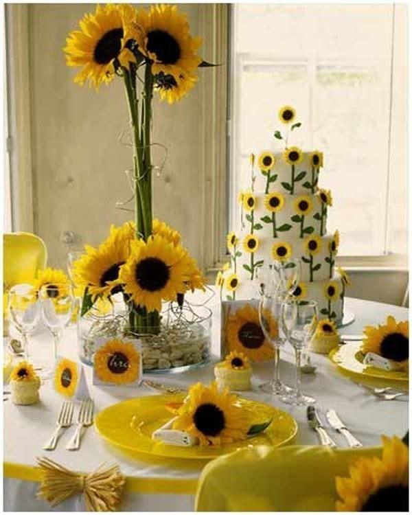 tall-wedding-centerpieces-31 79+ Insanely Stunning Wedding Centerpiece Ideas