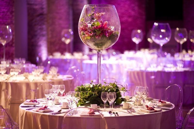 tall-wedding-centerpieces-35 79+ Insanely Stunning Wedding Centerpiece Ideas