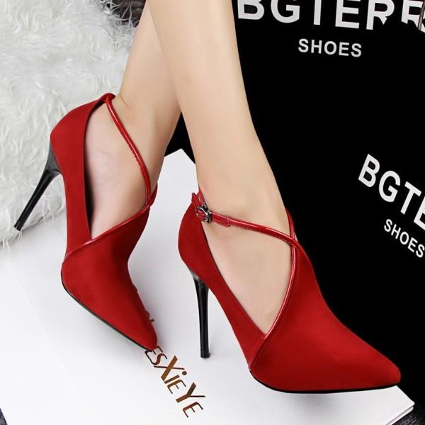 thin-heels-16 11+ Catchiest Spring / Summer Shoe Trends for Women 2020