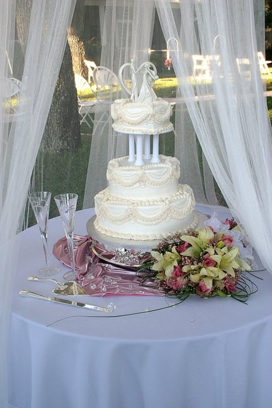 wedding-cakes-4 88+ Unique Ideas for Decorating Your Outdoor Wedding