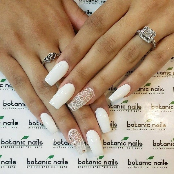 white-nails-3 16+ Lovely Nail Polish Trends for Spring & Summer 2018