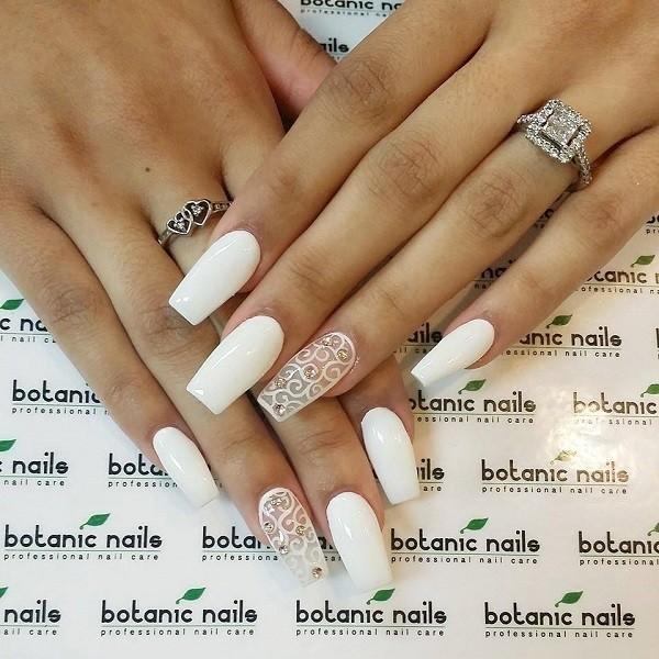 white-nails-3 16+ Lovely Nail Polish Trends for Spring & Summer 2018