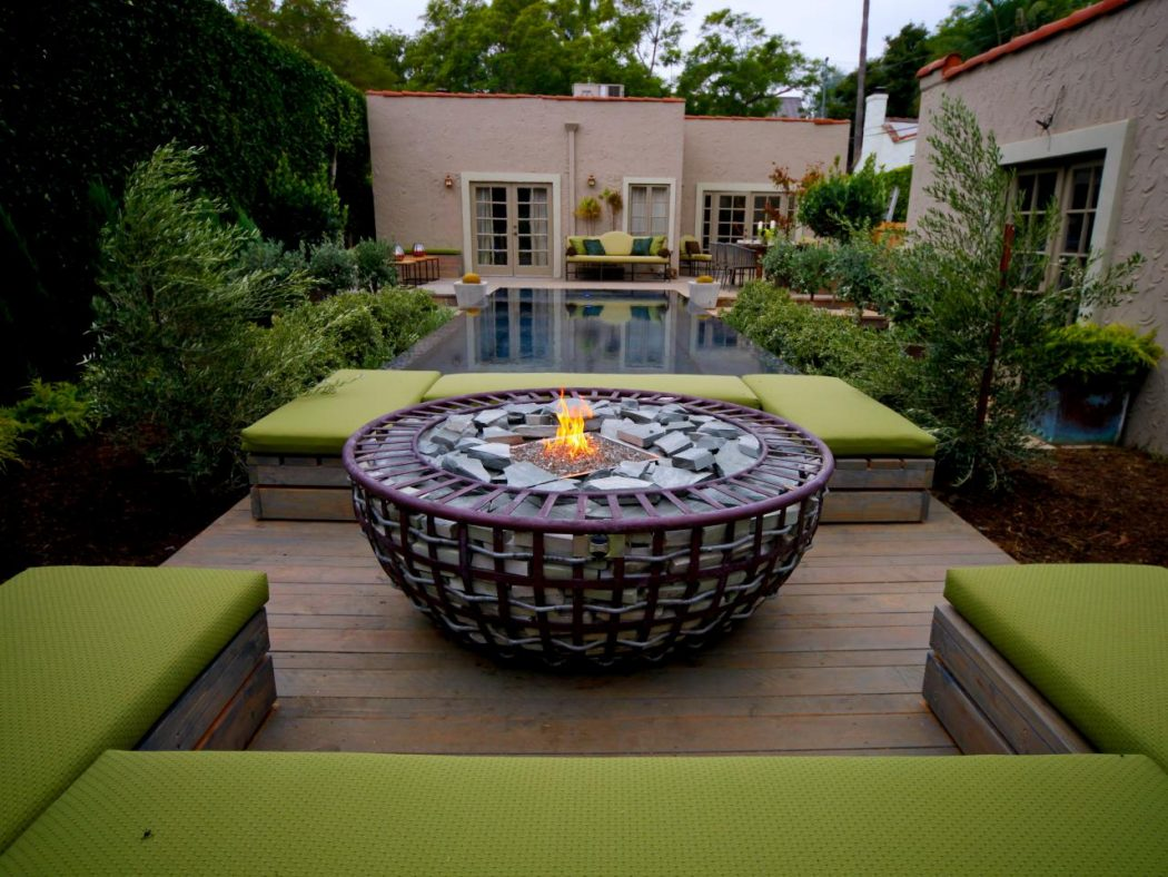 17-having-a-bowl-by-the-fire-outdoor-idea-for-fireplace-homebnc Delightful and Affordable Fire pit Decoration Designs in 2018