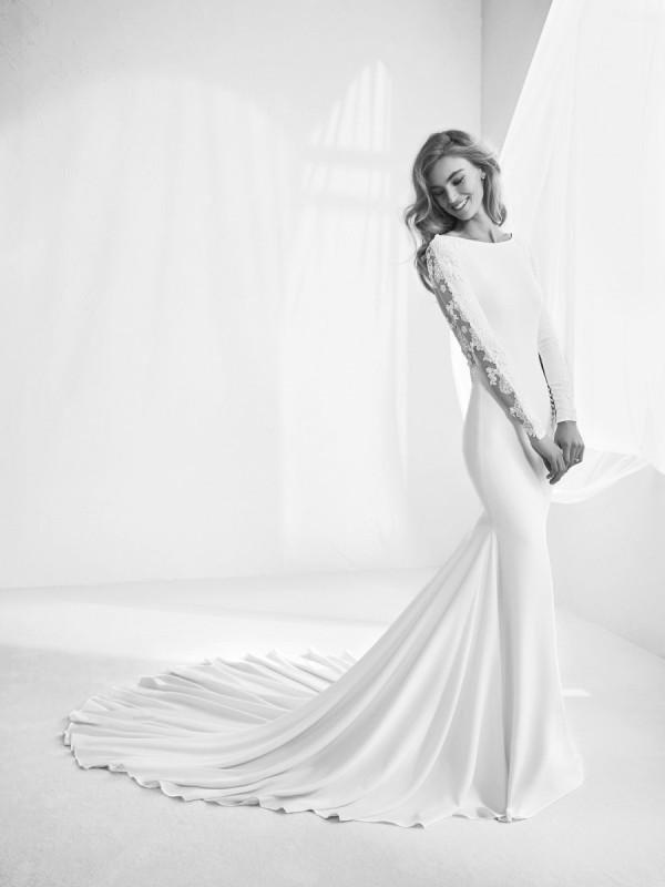 Muslim-wedding-dresses-125 84+ Coolest Wedding Dresses for Muslim Brides in 2020