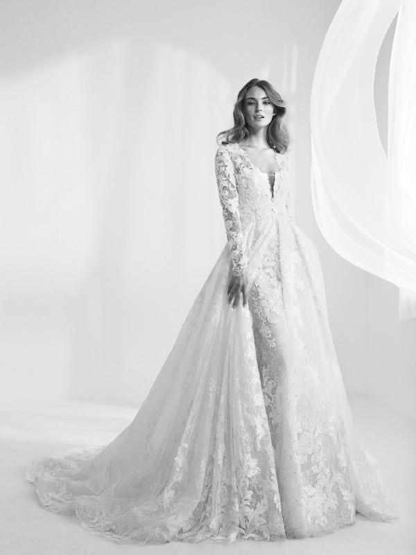Muslim-wedding-dresses-126 84+ Coolest Wedding Dresses for Muslim Brides in 2020