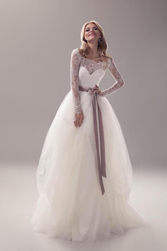 Muslim-wedding-dresses-28 84+ Coolest Wedding Dresses for Muslim Brides in 2020