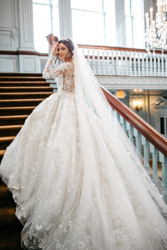 Muslim-wedding-dresses-35 84+ Coolest Wedding Dresses for Muslim Brides in 2020
