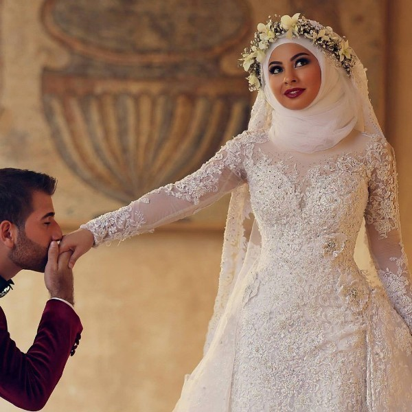 Muslim-wedding-dresses-59 84+ Coolest Wedding Dresses for Muslim Brides in 2020